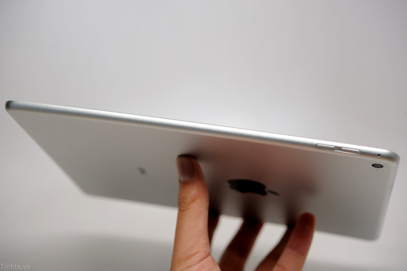 iPad Air 2 Leaked Andro Dollar 8 - LEAKED : Apple iPad Air 2 Dummy shows a Slim Profile in Photos and Video