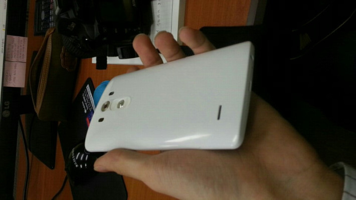 lg g3 2 710x399 - LEAKED : LG G3 with Metal Finish