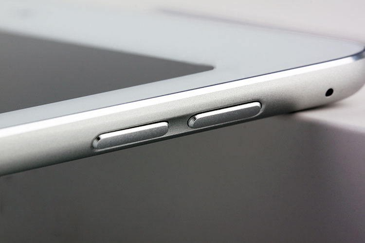 iPadAir2 AndroDollar 8 - LEAKED : Apple iPad Air 2 with Touch ID Shown off in a series of Photos