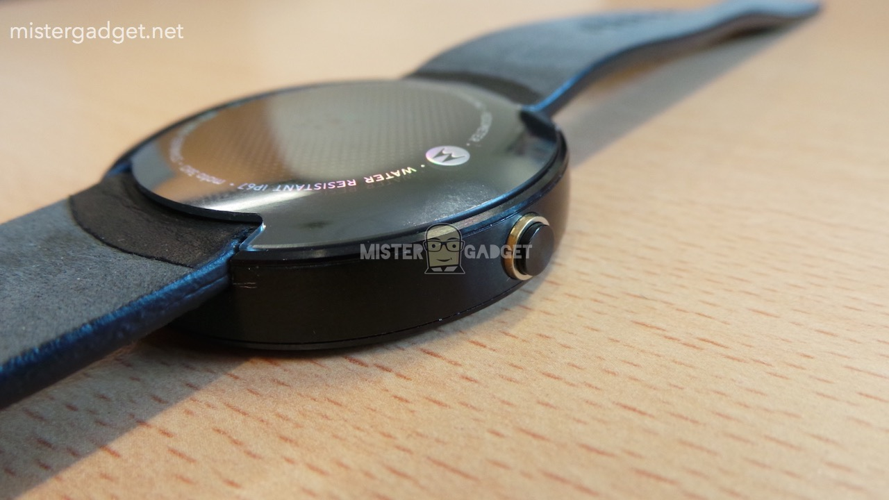 Moto360 Leaked AndroDollar 13 - LEAKED : Moto 360 will be Waterproof, will feature Wireless Charging and a Heart Rate Sensor