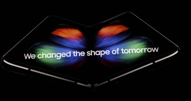 lcimg e7971ab8 21f0 4d30 a9f8 6682f917f642 750x400 - Samsung unveils the Galaxy Fold - a foldable smartphone that costs $1980