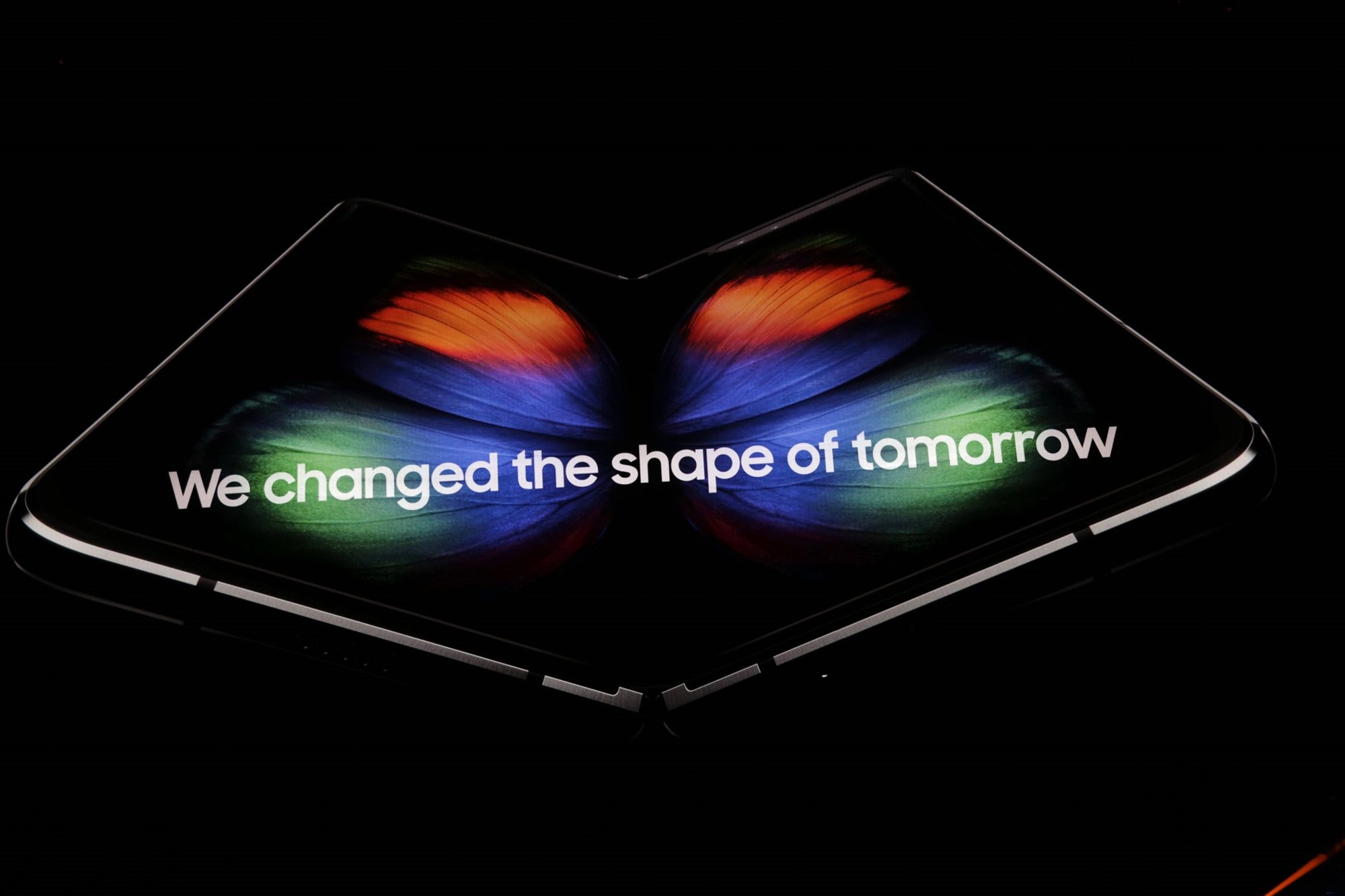 lcimg e7971ab8 21f0 4d30 a9f8 6682f917f642 - Samsung unveils the Galaxy Fold - a foldable smartphone that costs $1980